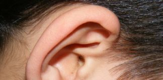 Schmerzen hinter dem Ohr