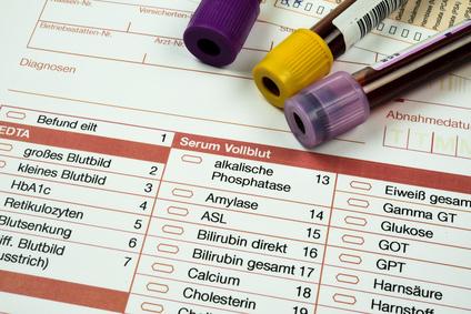 Vorsorgeuntersuchung, Blutproben und Formular für medizinisches Labor